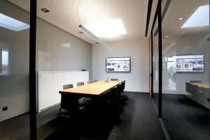 Besprechungsraum Brunner in Eggenfelden, unsichtbare Medientechnik