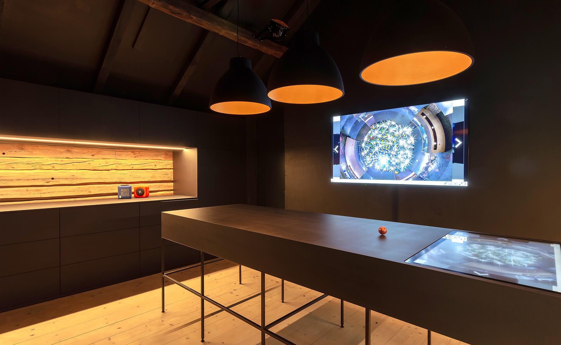 Darkroom Präsentationstechnik RFID im Showroom Litzelkirchen