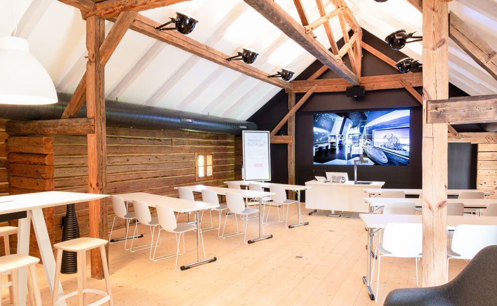 Showroom Litzelkirchen Konferenzbereich mit Video-Splitwand, Videowall